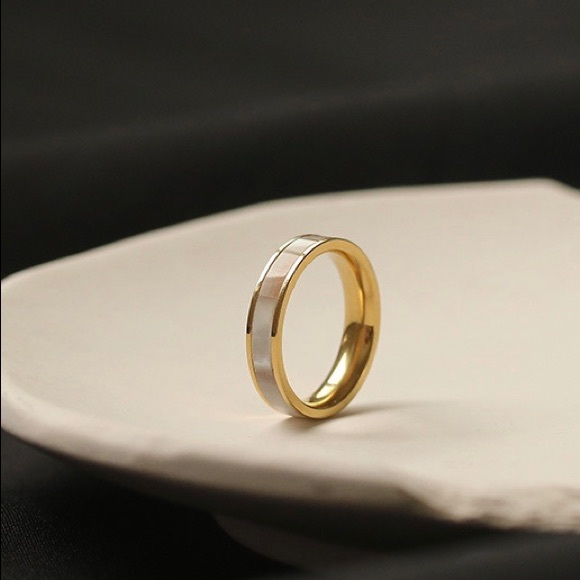 Pearl shell 18k gold plated ring